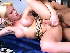Man drilling winsome blonde shemale